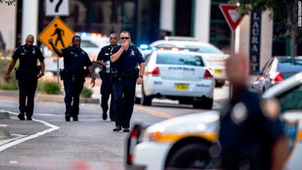 Atacante en centro comercial de Jacksonville también murió