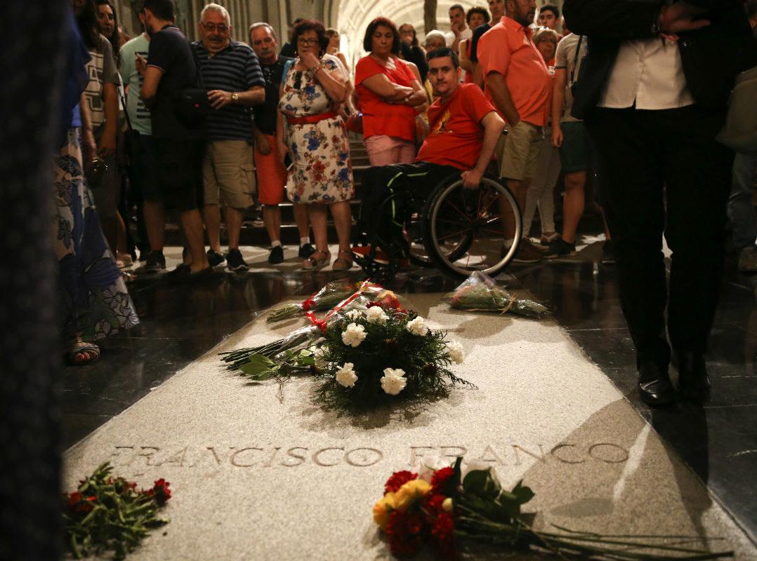 Gobierno exhumará los restos del dictador español Francisco Franco